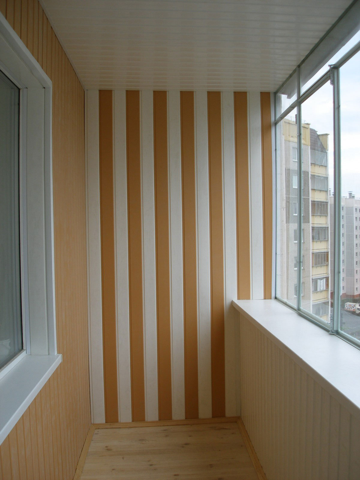 Облицовка балкона пластиковыми панелями